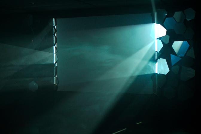 SILVER SCREEN, 2012 Installation Image [20 min. /black and white],Sound [mono] Mirror, Projector, PC, Speaker Screen aspect 4: 3. Image courtesy Tokyo Gallery copyright the artist